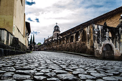 En la Colonia (disgrainder) Tags: moho historia pátzcuaro iglesia colonial colonia esquina empedrado michoacán méxico mx