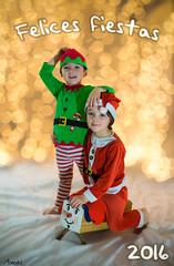 Feliz Navidad! (Death-Soul) Tags: nikon d3300 nikond3300 retrato portait niño kid chico boy hermanos brothers papanoel santaclaus noel santa claus navidad christmas duende elfo elf luz light bokeh