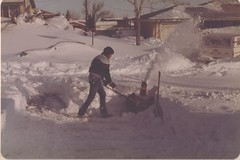 Northglenn residents work to clear the snow. (ThorntonWeather.com)