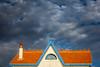 Orage en vue ! (Janick Lanier) Tags: maison house toit roof orange tuiles tiles clouds storm negativespace janicklanier bleu blue