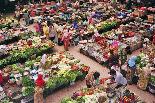 Pasar Siti Khadijah in Kelantan, Malaysia by Han Ghazi.