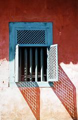 Outside (Alê Santos) Tags: blue shadow red brazil window azul brasil sombra vermelho janela das paulo artes são embú challengeyouwinner frenteafrente thechallengefactory
