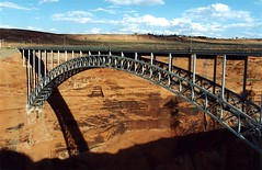 Glen Canyon Bridge, Page, Arizona (Thad Roan - Bridgepix) Tags: bridge arizona water river photo arch dam steel bridges arches canyon page coloradoriver wikipedia span lakepowell glencanyon bridging 200209 glencanyondam glencanyonbridge skyarchitecture bridgepixing bridgepix bridgeblog bridgephoto bridgepicture