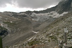 Friesenbergscharte (bookhouse boy) Tags: mountains 2006 glacier scree kar zillertal hintertux wegweiser tuxertal gerll friesenbergscharte friesenbergsee spannagelhaus