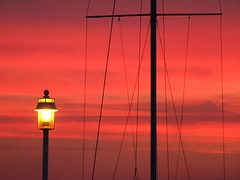 A light (R-Nesto) Tags: light sunset red orange sun lake france sol topf25 water rouge boot see lampe licht soleil julien agua frankreich aqua wasser europa europe suisse geneve lumire lac 2006 mat savoie bateau lman s9500 sonne fr genve francia 74 sonneuntergang haute untergang couch genfer shiff cdn hautesavoie genf fav2 thonon thononlesbains cff chablais fav3 123travel potron genevalunch rnesto julienpotron thnon atardecere ernestogreen