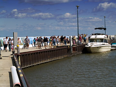 The Pier @ Islendingadagurinn (Paul Linton) Tags: canada pier boat dock winnipeg harbour crowd manitoba gimli icelandicfestival mantioba islendingadagurinn icelandicfestivalofmanitoba