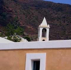 la chiesa era uguale alle case ma aveva una croce (rebe) Tags: summer italy church casa chiesa sicily filicudi italianischereise edos