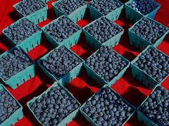 Bloobs (oybay©) Tags: blue red fruit oregon pattern berries beaverton blueberries crates verycool enmasse beavertonfarmersmarket