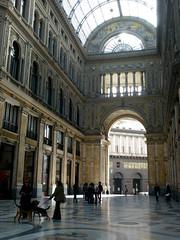 Galleria Umberto, Neapel (nadinetruyol) Tags: naples halle hunde neapel mosaik galleriaumberto klassizismus deckenlicht