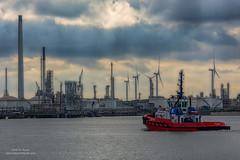 Port Scene (Peet de Rouw) Tags: haven port rotterdam tugboat q8 europoort portofrotterdam petroleumhaven kotug denachtdienst havenfoto peetderouw sdseal
