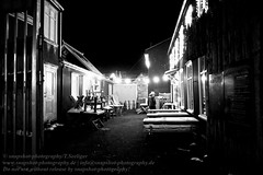 Heilig Abend in Reykjavik (Agentur snapshot-photography) Tags: 011400 011600 012200 012300 abend abendlich abends alltag aussen aussenansicht aussenaufnahme bar bauwerke bevölkerung blackwhite building bw café christmaseve effekt evening freizeit gastronomie gebäude heiligabend iceland island jahreszeiten kneipe landscape landschaft landschaften landschaftsaufnahme lebenswelten leisure man mann männer men momentaufnahme nacht nachtaufnahme nachtleben nachts night nightlife personen pessimistisch recreational restaurant reykjavik schnappschuss schwarzweiss stadt stadtansichten städte stadtlandschaft stimmung sw symbolbild symbolfoto symbolfotos szenekneipe urbanlandscape veranstaltungen weihnachten weihnachtsabend winter wintertime winterzeit einsam einsamkeit isl