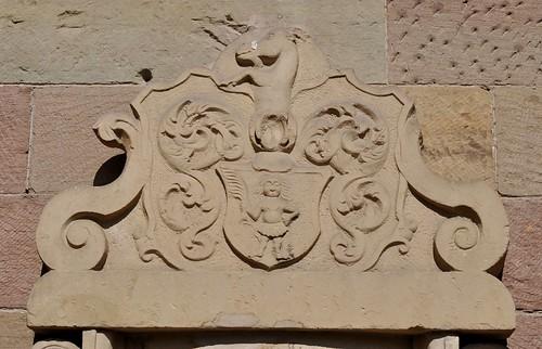 Maulbronn (Alemania). Monasterio. Estela sepulcral de georg Conrad Hermanns en el exterior. Escudo