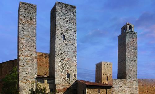 "Torres legendarias / Faros, minaretes, campanarios, rascacielos • <a style=""font-size:0.8em;"" href=""http://www.flickr.com/photos/30735181@N00/32493403866/"" target=""_blank"">View on Flickr</a>"