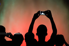 Font Màgica. (¡arturii!) Tags: barcelona show city summer urban water fountain colors silhouette night dark colorful europe technology travellers screen catalonia tourists smartphone visiting addiction source attraction takingpictures fontmagica