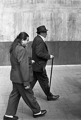 Caminando - Séptima, Bogotá (RoryO'Bryen) Tags: carreraséptima bogotá santafédebogotá street streetphotography streetlife streets roryobryen rangefinder copyrightroryobryen colombia colombie blackandwhite black biancoenero blancoynegro iso400 kodaktrix leicamp leicasummiluxm35mmf14asph 35mmsummiluxmasph 35mm