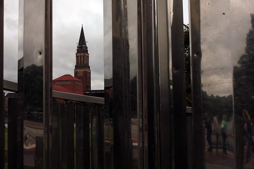 """In der lichtkinetischen Spirale (01) • <a style=""""font-size:0.8em;"""" href=""""http://www.flickr.com/photos/69570948@N04/21055354762/"""" target=""""_blank"""">Auf Flickr ansehen</a>"""