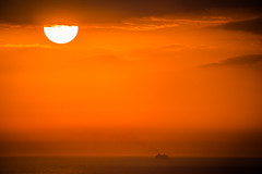 Vacaciones en el mar (alimoche67) Tags: barcelona espaa barco minolta sony amanecer 99 barceloneta verano alpha catalua slt crucero hotelvela translucentmirror