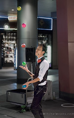 five (mimeman) Tags: japan focus 5 five balls osaka busker juggler 90mm coordination a7ii