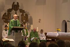 Pfarrer Krönung heißt die Misioneros willkommen