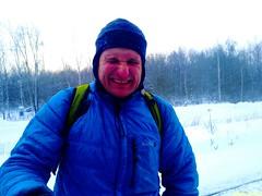 Частицы снега разлетаются от проходящего поезда, Саша зажмурился на доли секунд. Хороший кадр.