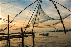 Fishing.   Kochi (Claire Pismont) Tags: asie asia inde india indedusud kerala kochi fishing fisherman fishingnet chinesefishingnet indian pismont clairepismont travel travelphotography travelshot