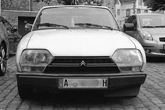 CITROËN GS (Christian Güttner) Tags: citroëngs citroën bil car auto analog analogue agfa agfaapx czarnobiale deutschland film fahrzeug germany gamla outdoor monochrome moerschecodeveloper europa 35mm 135 135mm niemcy nrw blackandwhite bw camera tyskland ecodeveloper euregio ricoh ricohkr10 technik schwarzweis schwarzweisfotografie sw svartvitt