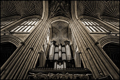 UK - Somerset - Bath Abbey - Interior 03_sepia (Darrell Godliman) Tags: uksomersetbathabbeyinterior03sepia sepia mono monochrome bathabbey abbey bath church cathedral interior vaulting vaulted columns symmetry symmetrical architecture somerset