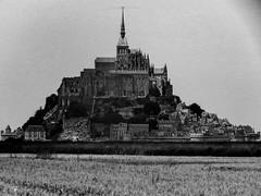 Mont St- Michel (Meculda) Tags: france monochrome monument extérieur monochrom michel