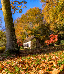Gingerbread house amongst the trees (Anthony White) Tags: stourton england unitedkingdom gb gingerbreadhouse wiltshire autumn natureal redmaple cottage thatchedroof golden yellow sony history walk paisaje smoke nature