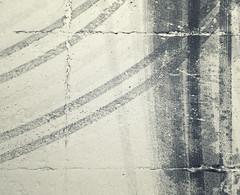 la svolta decisiva (Rino Alessandrini) Tags: neve strada asfalto tracce direzione svolta curva impronte segni via orme astratto urbano città snow road asphalt trail direction signs breakthrough curve footprints trace turns away traces abstract urban cities