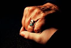 Hände (FrauN.ausD.) Tags: alt jung freundschaft 52wochenfotochallenge hands old young friendship liebe love grosmutter enkelkind grandmother grandchild nikon d60 hände 552