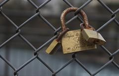 cadenas (bulbocode909) Tags: cadenas ferrailles barrières grillages rouille écritures