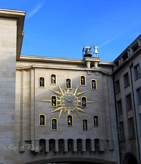 Le Carillon du Mont des Arts (Ray of Peace: Nature) Tags: old travel brussels tower history clock architecture canon ancient tour belgium time walk statues visit tourist explore hour historical carillion 1022mm achitertura