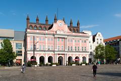 Rostock - Rathaus am Neuen Markt (CocoChantre) Tags: de deutschland brunnen rathaus landschaft garten rostock passant neuermarkt mecklenburgvorpommern