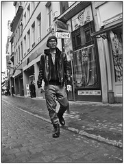 Rue Marché-aux-Herbes (Look_More) Tags: street brussels monochrome effects belgium streetphotography places