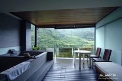 Jin_b02030 (Chen Liang Dao 陳良道 hyperphoto華藝影像網) Tags: 台灣 台灣影像 圖庫 數位攝影 室內設計 室內裝潢 燈光 浴室 建築 空間設計 落地窗 玻璃 玻璃窗 桌 椅子 傢俱 綠樹 山 陳良道