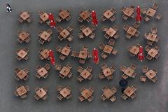 Verlassen (Panasonikon) Tags: einsamkeit cafeteria draufsicht olympusomdem10 panasonikon sigma6028 tische stühle regenschirm umbrella eckläufer