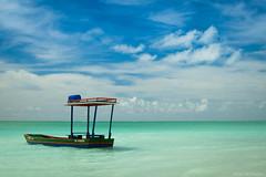 Lonely Boat (Allan Wilhelm) Tags: paraíso mar praia de antunes maragogi alagoas brasil sol landscape paisagem nikond5300 d5300