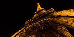 Torre Eiffel (Juan Ig. Llana) Tags: paris îledefrance francia torreeiffel extructura vigas hierro remaches iluminación noche nocturna