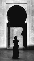 Bab (Herminio.) Tags: casablanca marruecos morocco puerta bab gate mosque mezquita masjid girl muslim chica mujer women black