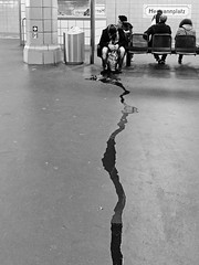 Untitled (Florian Thein) Tags: berlin ubahn underground transportation metro subway people menschen portrait schwarzweiss street streetphotography streetfotografie bw blackandwhite bvg bahn übergangsraum flüssigkeit liquid ausgelaufen spilled