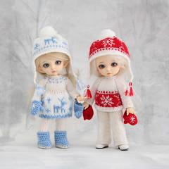 Merry Christmas! 🎄✨💖 (Maram Banu) Tags: doll bjd fairyland pukifee zoe bonnie christmas outfit knit handmade dress deer snowflake sweater blue red fairystyle marambanu