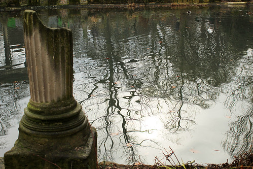 shadow lake @ Parc Monceau