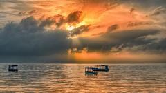 Sunrise on the Indian Ocean .... (Peter u Hilde) Tags: mombasa indischerozean bamburibeach sonnenaufgang