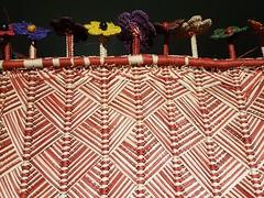 """Porta-revistas trançado em """"linho"""" de buriti. (epougy) Tags: artesanato sap saladoartistapopular cnfcp maranhão barreirinhas buriti fibra palha cor trama trançado"""