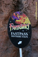 Disneyland (Narwal) Tags: disneyland anaheim ca california usa 美國 加州 迪士尼 樂園 fantasmic fastpass sign 標誌 標示