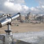 Verrekijker op de pier van Scheveningen thumbnail