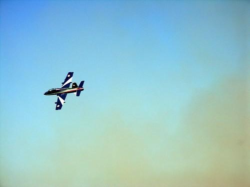 aereo su cielo celeste