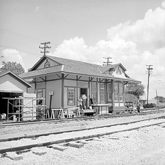 [Texas and New Orleans, Southern Pacific, Eakin Street Yard Office, Dallas, Texas] (SMU Central University Libraries) Tags: sp tno railroads railroadstations espee depots
