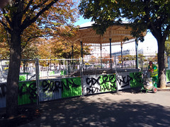 Paris le - 2015-09-10-12h34 (desparlsp) Tags: france nation kiosque musique parsi placedelanation kiosquemusique